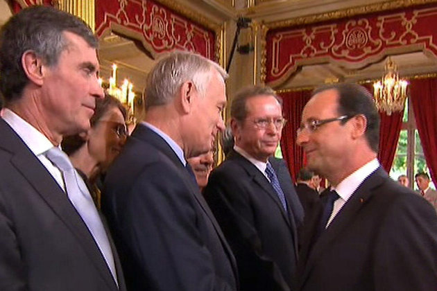 hollande-poignee-de-main-ayrault scalewidth 630